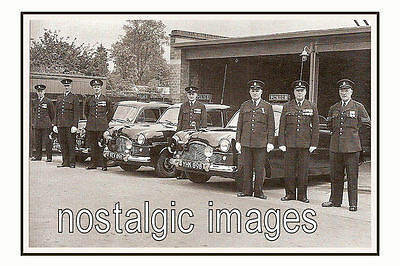 PHOTO TAKEN FROM A 1950's IMAGE OF COLCHESTER POLICE WITH CARS