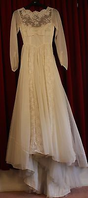 SMALL, 1950's WHITE, ORGANZA,WEDDING DRESS. ORIGINAL VINTAGE. AS IS CONDITION.