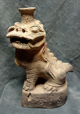 CINA (China): Ancient Chinese pottery Foo dog figurine - candle holder