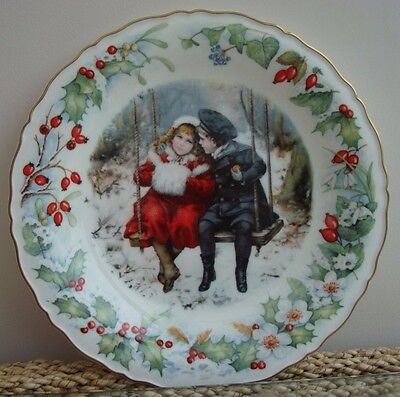 Victoria and Albert Museum 1989 Christmas Plate by Compton & Woodhouse
