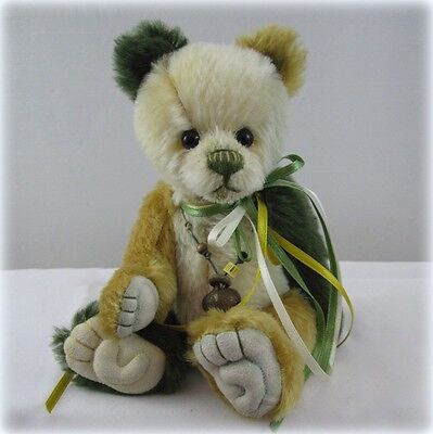 Are you looking for Charlie Bears Minimo Tiddler? We can help!