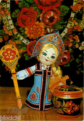 1984 Russian card CUTE FRECKLED DOLL IN ETHNIC OUTFIT, KHOKHLOMA SPOON AND JAR