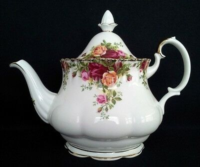 """Royal Albert """"old Country Roses""""  8 Cup Teapot English Vintage"""