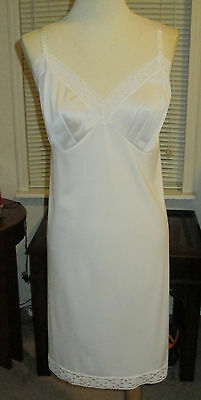 Vtg. Vanity Fair Off White Nylon Antron Full Slip  Lots Of Lace  Sz.42