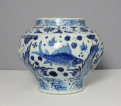 Chinese  Blue and White  Porcelain  Jar     M1525