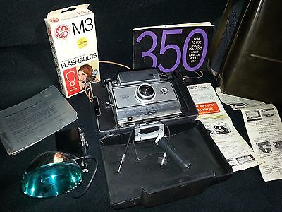 VINTAGE POLAROID LAND CAMERA Model #350 w/Flash Unit and Carry Case