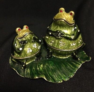 """Beautiful Enameled Bejeweled """"PONDERING FROGS ON A LILY PAD"""" Trinket / Pill Box"""