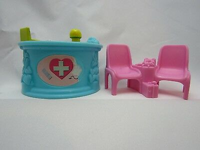 Fisher Price Sweet Streets Hospital Furniture Desk & Chairs