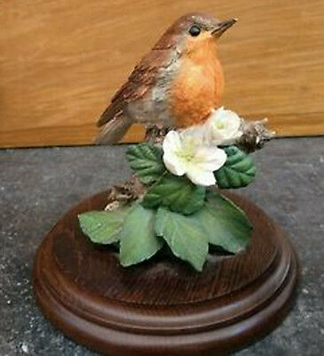 A COUNTRY ARTISTS FIGURE OF A ROBIN handcrafted in England