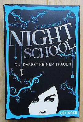 C. J. Daugherty: Night School - Du darfst keinem trauen