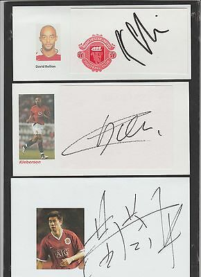 Signed CARD of DONG FANGZHOU the Manchester United footballer.