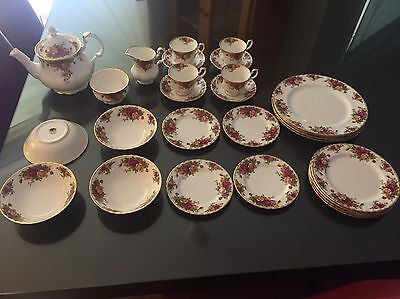 Royal Albert Old Country Roses (Dinner And Tea Set) (negotiable)