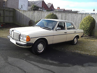 Mercedes 200. Auto. 123 series. 1984. Outstanding Classic Car.