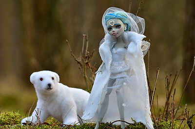 OOAK Monster High repaint Puppe- Eiskönigin