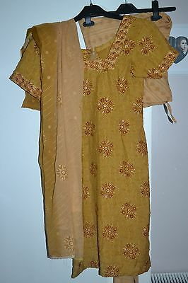 Womans / Girls Traditional Indian Suit Dress Set Size Small