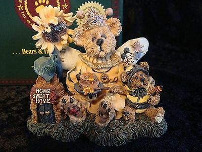 Boyds Bears Bearstone #01999-71 Victoria Regina Buzzbruin So Many Flowers... MIB