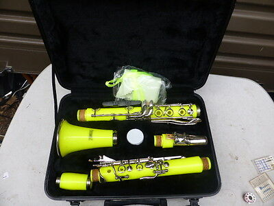 As new soundz  Clarinet with Case