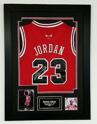 *** Rare MICHAEL JORDAN Chicago Bulls Signed JERSEY Autograph Display ***