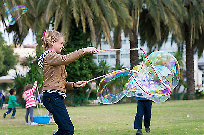 Bubbles Kit Portable Big 2.6 Gal With Special Looping Sticks And Smaller Wand