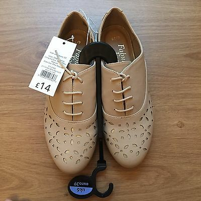 Ladies Cream Lace Up Shoes- Size 6, Brand New With Tags.