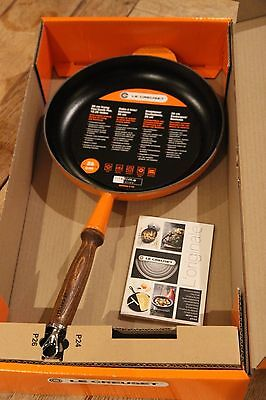 Le Creuset Cast iron frying Pan 26cm - Volcanic orange - Brand new in box.