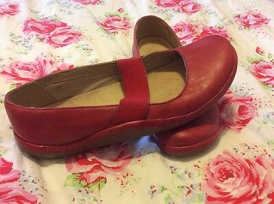 Clarks ladies red leather shoes 7