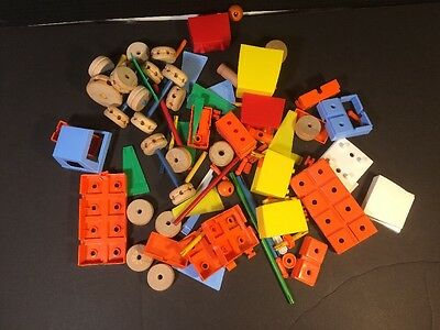 Lot of wooden & Plastic TINKERTOY Miss vintage tinkertoys