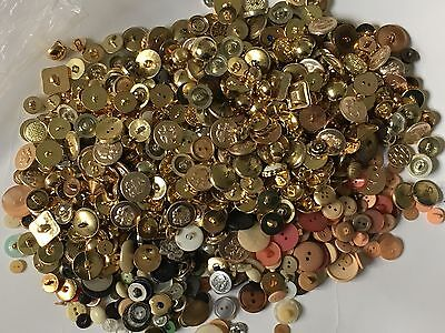 Buttons Vintage Job Lot Large Amount Various Sizes Mainly metal 810g