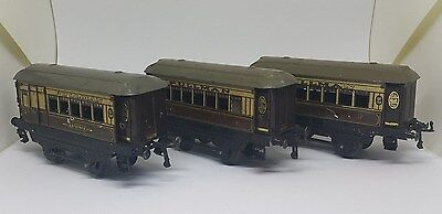A set of Hornby O Gauge No. 1 Pullman Coaches