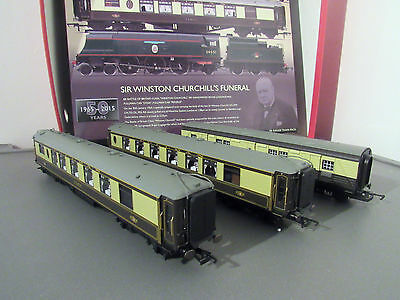 hornby ex sir winston churchills funeral t/pack 2x coaches & 1 luggage van only