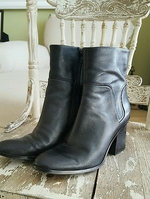 Nine West Black Leather Ankle Zip Up Biker Boot Size 7 Womens