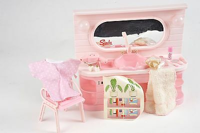 Sindy Doll Pedigree Pink Beauty Centre 44216 working hairdryer, rollers, towel