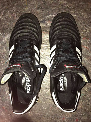 Chaussure de foot adidas mondial team, taille 45