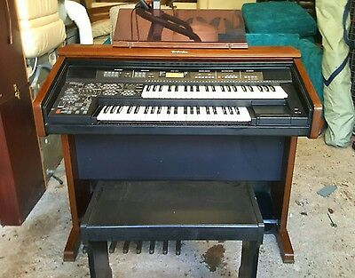 Technics electric organ keyboard with stool
