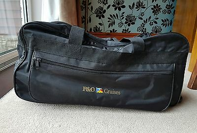 Black Holdall with pull out handle and wheels