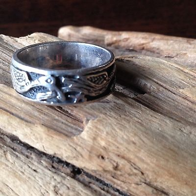 A beautiful vintage Band Ring With Greek Ancient Bird Motif 925 Size 7