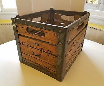 Vintage 1958 CREAMLAND Dairy Milk Bottle Crate