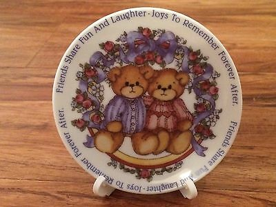 """Lucy Rigg """"lucy & Me"""" Enesco Teddy Bear 4"""" Friends Plate With Stand 1992"""