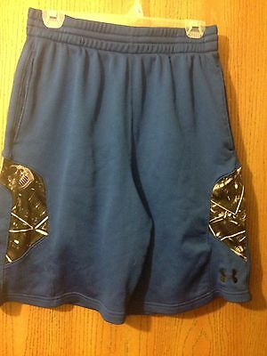 Men's Under Armour Football shorts size LG