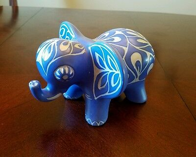 RARE SIGNED PABLO ZABAL CHILE BLUE & WHITE FOLK ART POTTERY Elephant