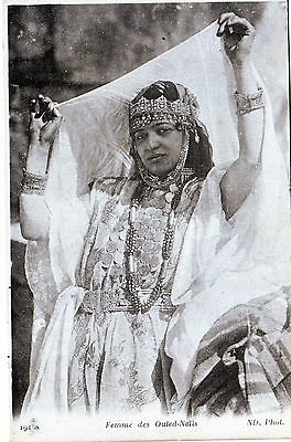 Algerie -- Femme Des Ouled Nails   Tres  Animee    1926