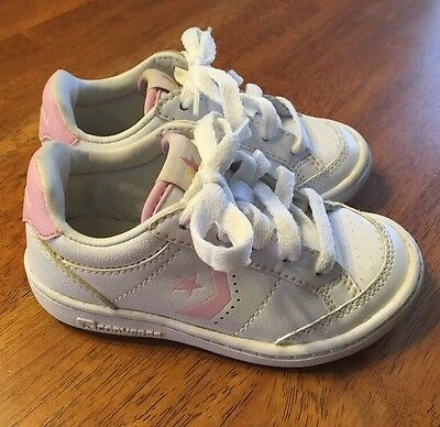White/Pink Low Top CONVERSE Tennis Shoes Girls CUTE Size 9 VGUC Toddler Baby