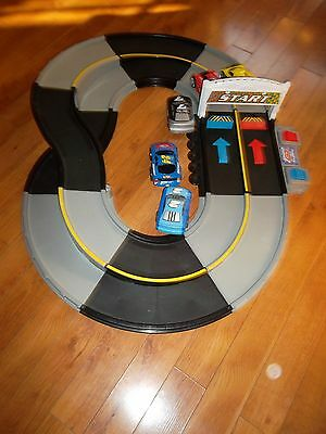 Fisher Price SHAKE N GO RACEWAY Race Track Lights and Sounds 5 Cars