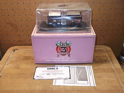 San Francisco 2010 Pink Ribbon Fire Engine Truck Die Cast Code 3 Model 1/64