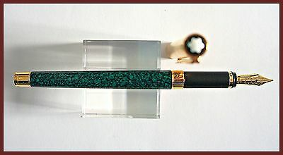 New Vintage Noblesse Doue Marble Green Lacquer Fountain Pen / 1990/18 K Gold Nib