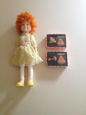 VINTAGE 1983 Annie doll and pins lot