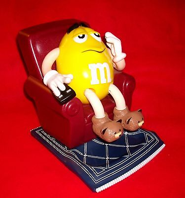 Mint 1999 M&M dispenser EASY CHAIR Yellow M&M Bored Man w TV CLICKER lg size