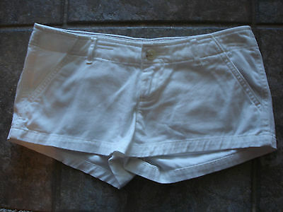 Hollister Women's Short Shorts Chinos Size 3 W. 26 White Pants Excellent Cond.