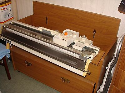 KNITMASTER SILVER REED Knitting Machine With KEYTO Cabinet and Ribber