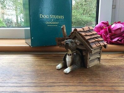 "Gorgeous Dog Studies By Leonardo ""In The Dog House"" Figurine c2009 New Boxed"
